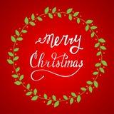 Mano dibujada poniendo letras a Feliz Navidad Foto de archivo
