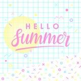 Mano dibujada poniendo letras a verano Imágenes de archivo libres de regalías