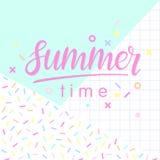 Mano dibujada poniendo letras a verano Fotos de archivo
