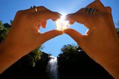 Mano e cristal Fotografia Stock Libera da Diritti