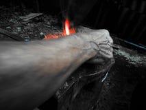 Mano e fuoco fotografia stock
