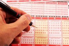 Mano e matita turche del buono di loteery Fotografia Stock