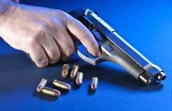 Mano e pistola immagine stock libera da diritti