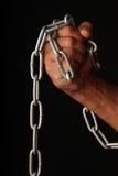 Mano e una catena. fotografia stock