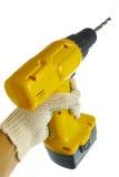 Mano en guante con el taladro de potencia sin hilos aislado Foto de archivo libre de regalías