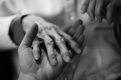 Mano en la mano Foto de archivo libre de regalías