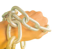 Mano encadenada con la cadena del hierro, aislada en el fondo blanco Fotografía de archivo