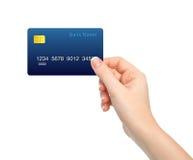 Mano femenina aislada que sostiene una tarjeta de crédito Foto de archivo libre de regalías