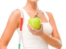 Mano femenina con la manzana y la cinta métrica fotografía de archivo