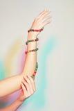 Mano femenina con las pulseras Imagen de archivo libre de regalías