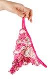 Mano femenina que sostiene bragas Foto de archivo libre de regalías