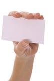 Mano femenina que sostiene la tarjeta en blanco Foto de archivo libre de regalías
