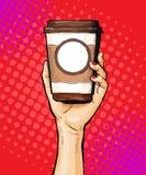 Mano femenina que sostiene la taza de café en estilo del arte pop Imagen de archivo libre de regalías