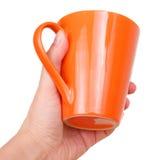 Mano femminile con il tazza da the arancio Fotografia Stock Libera da Diritti