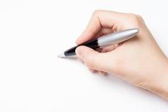 Mano femminile con la penna sopra bianco Fotografie Stock