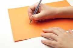 mano femminile con una penna Fotografie Stock Libere da Diritti