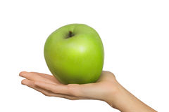 Mano femminile isolata della donna che tiene un verde Apple della frutta su un fondo bianco Immagini Stock Libere da Diritti