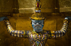 Mano gigante para levantar la base de la pagoda Imagen de archivo