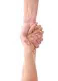 Mano grande que tira de la pequeña mano para ayudar Fotos de archivo