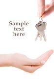 Mano humana con claves fotografía de archivo