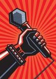 Mano humana con el micrófono Imagenes de archivo
