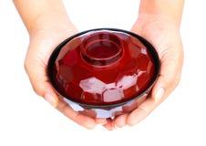 Mano humana que se considera de cerámica Foto de archivo libre de regalías