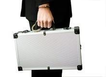 Mano in manette che tengono la valigia dei soldi Fotografia Stock