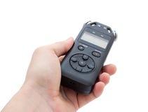 Mano maschio che tiene audio registratore usando per la documentazione del suono fotografia stock