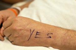 Mano maschio contrassegnata per il funzionamento della mano. Fotografia Stock Libera da Diritti