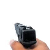Mano masculina con la arma de mano aislada en el fondo blanco, trayectoria de recortes adentro Fotografía de archivo libre de regalías