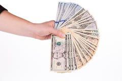 Mano masculina que lleva a cabo billetes de dólar americanos Imagen de archivo libre de regalías