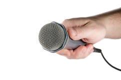Mano masculina que sostiene el micrófono. Fotos de archivo