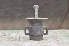 Mano-molino antiguo del hierro Fotos de archivo libres de regalías