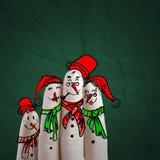 Mano preciosa de la familia dibujada y finger de muñecos de nieve stock de ilustración