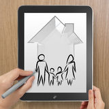 Mano que dibuja la casa 3d con el icono de la familia Foto de archivo libre de regalías