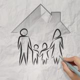 Mano que dibuja la casa 3d con el icono de la familia Imagen de archivo libre de regalías
