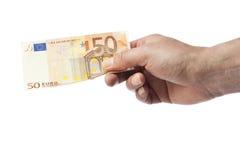 Mano que lleva a cabo la cuenta del euro cincuenta imágenes de archivo libres de regalías