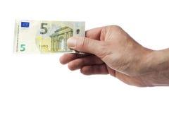 Mano que lleva a cabo la nueva cuenta del euro cinco imágenes de archivo libres de regalías
