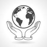 Mano que lleva a cabo símbolo del globo de la tierra Imagen de archivo libre de regalías