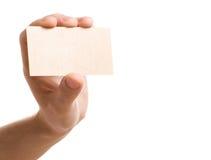 Mano que muestra la tarjeta de visita en blanco Imagen de archivo libre de regalías