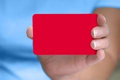 Mano que muestra la tarjeta en blanco Foto de archivo libre de regalías