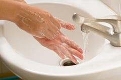 Mano que se lava con el jabón, higiene de la mano Foto de archivo libre de regalías