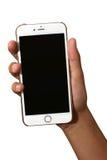 Mano que sostiene Apple iPhone6 con la pantalla en blanco Imagenes de archivo