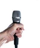 Mano que sostiene el micrófono aislado en blanco Fotos de archivo