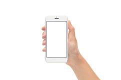 Mano que sostiene el nuevo teléfono elegante de plata con la pantalla en blanco Foto de archivo