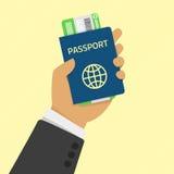 Mano que sostiene el pasaporte con los boletos stock de ilustración