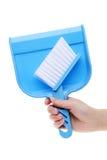 Mano que sostiene el recogedor de polvo Imagen de archivo libre de regalías