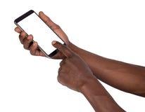 Mano que sostiene el teléfono elegante con la pantalla en blanco Foto de archivo libre de regalías