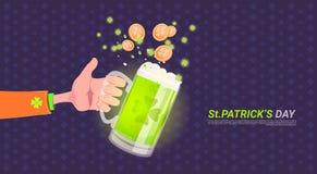 Mano que sostiene el vidrio de cerveza sobre fondo feliz del día del St Patricks stock de ilustración
