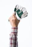 Mano que sostiene guantes que cultivan un huerto imagen de archivo libre de regalías
